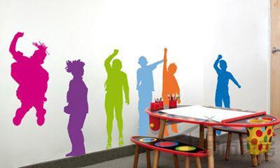手绘墙很容易改变一个房间里的感觉